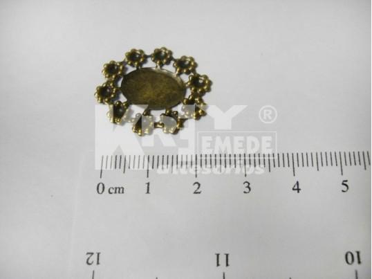 Chapón bronce ovalado con borde de florcitas