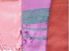 Pashmina lisa de algodón con flecos