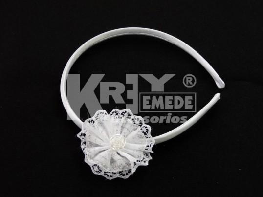 Vincha forrada 1 cm con cocadra de puntilla, cinta y flor nacacarda