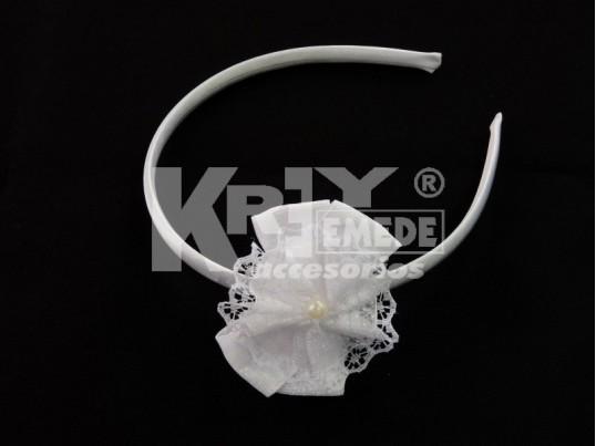 Vincha forrada 1 cm con doble moño cinta, cocarda punt y 1/2 perla
