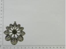 Chapón flor calada con círculo para aplique